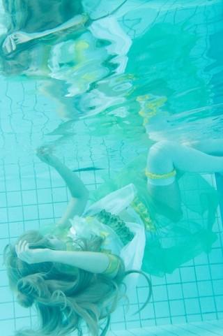 水中コスプレイヤー