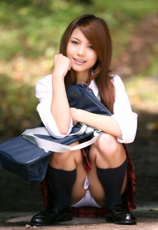 女子高生のパンチラ画像