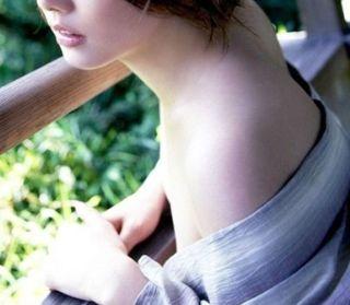 極妻 エロ画像 おっぱい乳首を吸われた女優一覧 ヌード・濡れ場エロ画像
